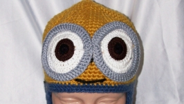 Winter hat with bubo