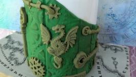 Кружка с декором ручной работы.