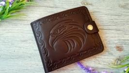 Портмоне  мужское темно-коричневое из натуральной кожи с тиснением орел