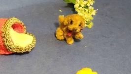 миниатюрный щенок с домиком