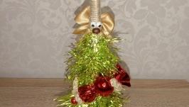 ′Ёлочка-конфетка′, в неё можно спрятать подарок, надеть на голову