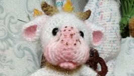 Куколка в костюме коровки.