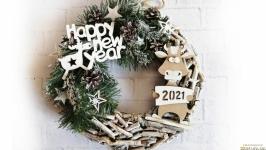 Новогодний венок на дверь в эко стиле с фигуркой Быка символом 2021 года