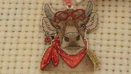 Елочная игрушка ′Коровка′ символ нового года