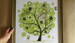 Зеленое весеннее дерево, вышитая картина