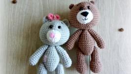 Вязанная игрушка медвежонок