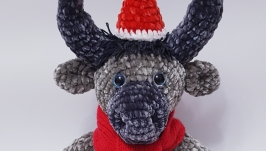 Бычок в новогодней шапке и шарфе. Амигуруми. Символ 2021 года.