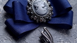 Комплект брошка з камеєю та сережки з натуральними перлами