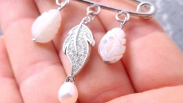 Брошка булавка з натуральними перлами, баламутами та кристалами