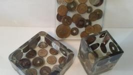 тут изображено Органайзер на рабочий стол Монеты
