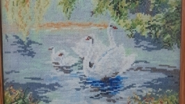 Картина вышитая ′Лебеди′