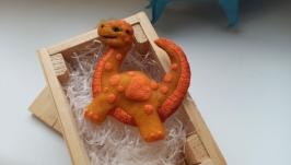 Крошка динозавр брошь