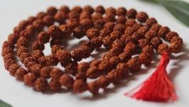 тут изображено Четки из рудракши 108 бусин для джапа-медитации
