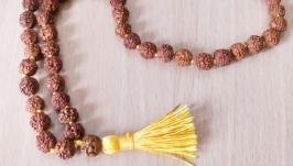 тут изображено Четки из рудракши 54 бусины для джапа-медитации