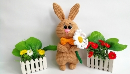 Зайка с цветком
