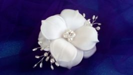 Заколка-цветок для невесты.