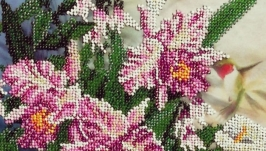 Beaded picture of a hummingbird