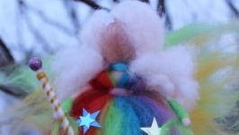 тут изображено кукла из шерсти Фея радуги