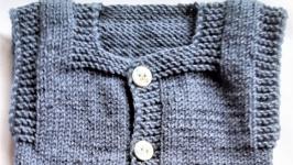 Теплая вязанная жилетка на мальчика 3 - 6 месяцев.