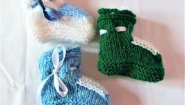 Теплые ручной вязки пинетки на завязках разных цветов на малышей 3-6 мес.