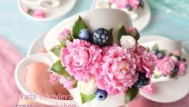 тут изображено Кофейный фарфор с цветами пионы