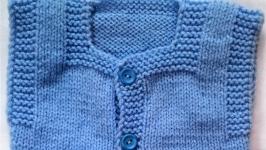 Комплект теплый ручной вязки на малыша голубой с белой отделкой на 3-6 мес.