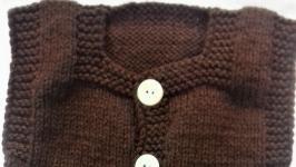 Комплект теплый ручной вязки на малыша коричневый с белой отделкой на 3-6