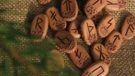 Слов`янські  Руни   для ворожіння керамічні з книжкою і мішечком