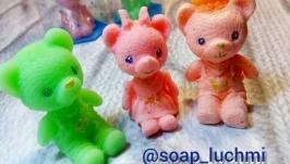 Сувенир ручной работы из мыла ′Медведики′
