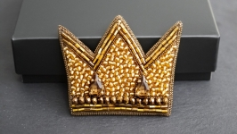Golden crown bead embroidered brooch