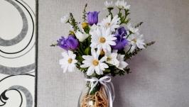 Полевые цветы в кувшине.
