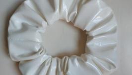 Резиночка для волос из эко-кожи лак(молоко)
