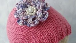 Детская вязаная шапочка с цветком