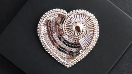 Rose gold Heart embroidered brooch pin
