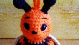 a knitted keychain Bee bumblebee