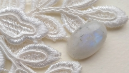 The moonstone is a cabochon