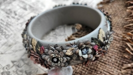 Wide women′s bracelet made of genuine leather with chrysanthemums