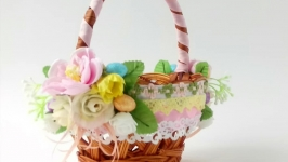 Children′s Easter basket.