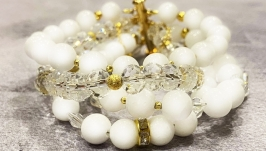 Women′s bracelet with gemstones
