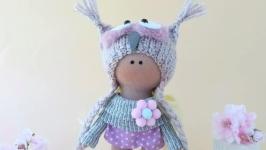 Кукла текстильная в шапочке. Подарок девочке.