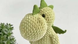 Вязаная плюшевая игрушка зелёный дракоша с гривой