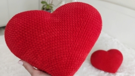 Decorative plush knitted pillow heart