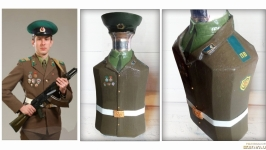 Стилизованная бутылка под форму пограничника по фотографии заказчика