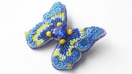 Брошь бабочка из бисера, кристаллов и пайеток.