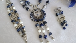 Sodalite and mother-of-pearl necklace ′Lunolikaya′