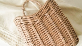 Подвесная плетеная корзина