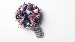 Стильная брошь букет цветов из бисера, страз и кристаллов.