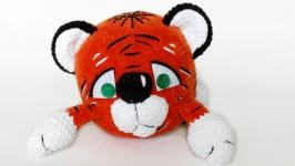 Грустный плюшевый Тигр.