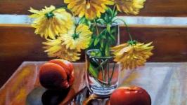 Натюрморт с золотыми шарами и помидорами