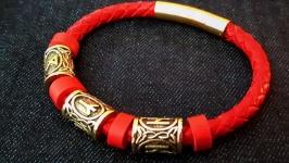 Женский браслет со скандинавскими рунами